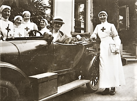 LF in car with St Martin's nurses