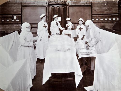 Red Cross inspection, 1913 operating theatre LF310-10