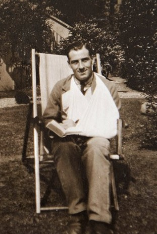 St Martin's Hospital patient in deckchair , 1916 LF460-12